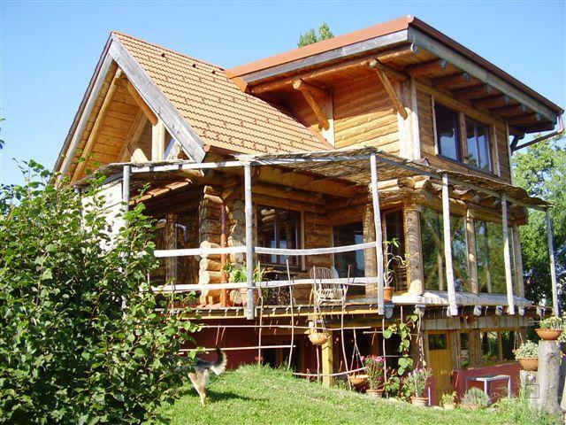 lesena hiša, brunarica, permakultura, lesena hiška, naravna gradnja, gradnja z naravnimi materiali