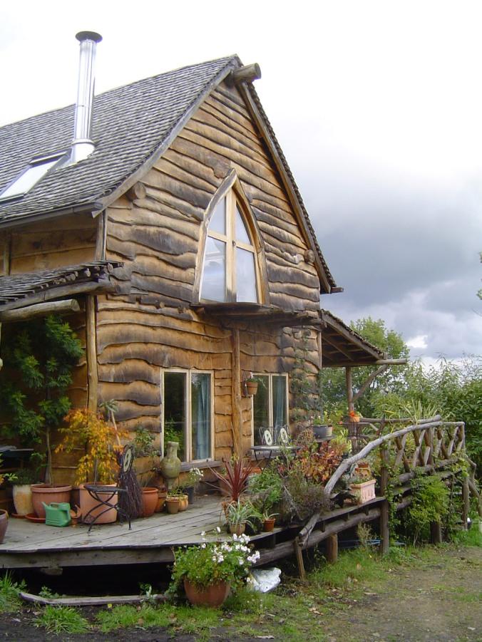 čudovita, lesena hiša, naravni les, naravna hiša, skodle, arhitekt naravna gradnja, naravna gradnja, gradnja z naravnimi materiali
