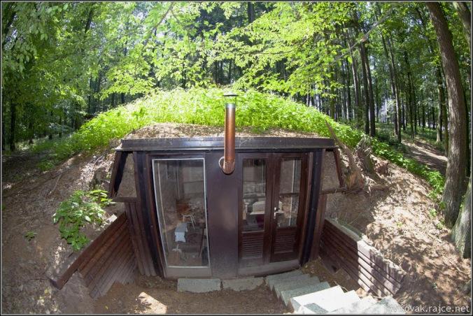 zemljanka, hiša pod zemljo, hišica pod zemljo, naravna gradnja, gradnja z naravnimi materiali