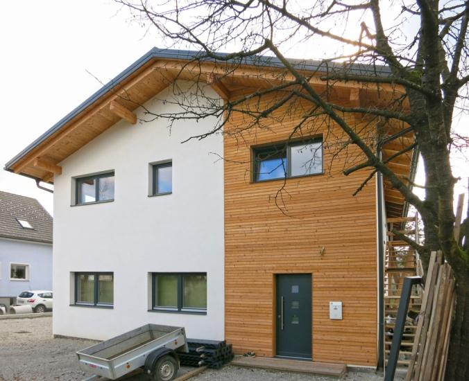 hiša iz slame, arhitekt naravna gradnja, projekt hiša iz slame, apneni ometi, naravna hiša, naravna gradnja, gradnja z naravnimi materiali, Peter Rijavec arhitekt, Arhi-tura, lesena fasada