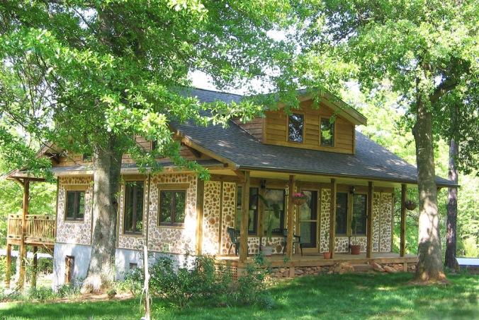 cordwood, hiša iz lesenih kosov lesa, lesena hiša, naravna hiška, naravna gradnja, gradnja z naravnimi materiali