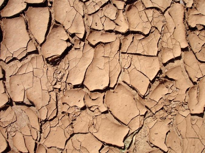 ilovica, glina, zemlja, naravni material, naravna gradnja, gradnja z naravnimi materiali