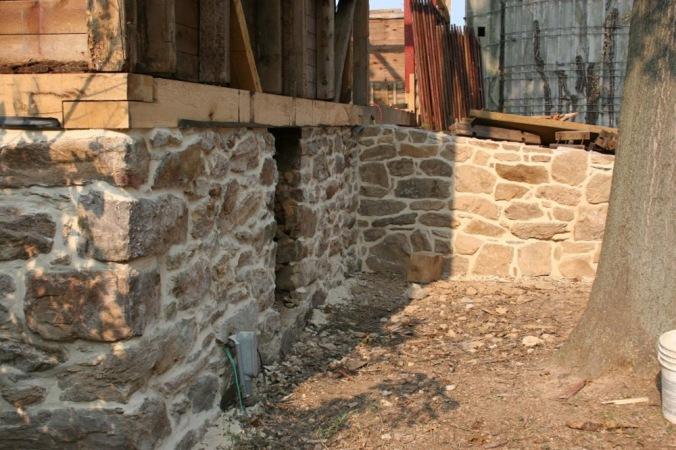 kamniti temelji, temelji, kamen, naravna gradnja, gradnja z naravnimi materiali