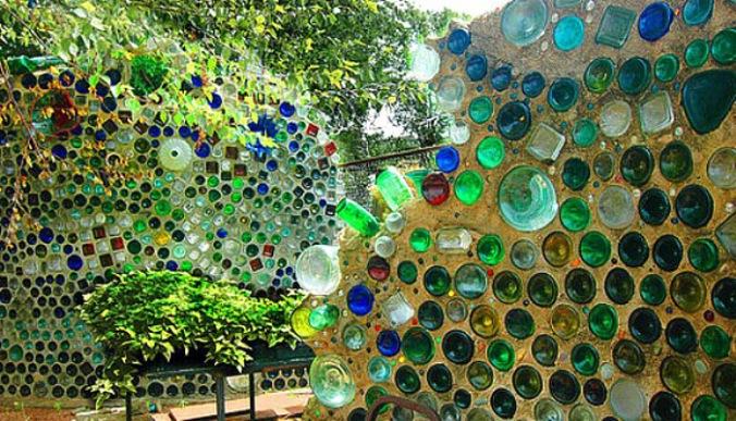 zid iz steklenic, čudoviti zid, steklenice, gradnja, ponovna uporaba, naravna gradnja, gradnja z naravnimi materiali