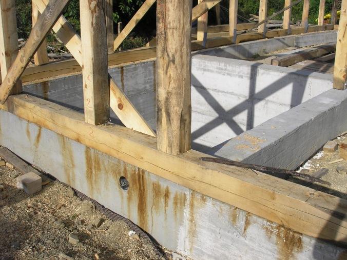 armirano betonski temelj, AB temelj, pasovni temelj, naravna gradnja, gradnja z naravnimi materiali