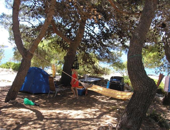 bivanje v naravi, zdravo bivanje, kampiranje, naravna gradnja, gradnja z naravnimi materiali