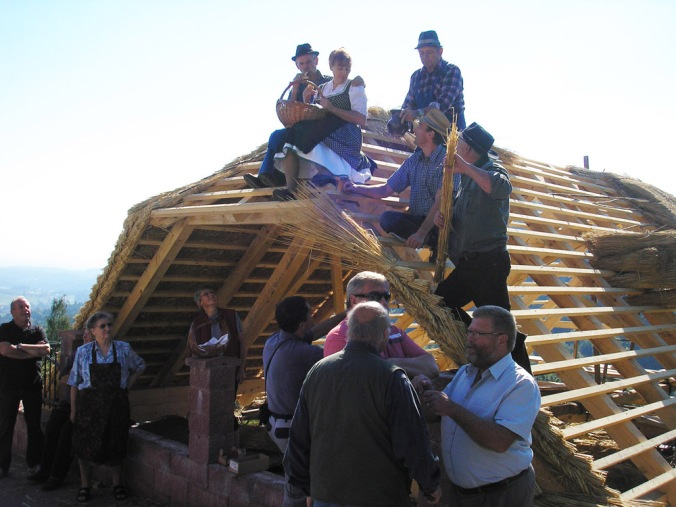 vpliv na lokalno skupnost, zadovoljstvo po opravljenem delu, naravna gradnja, gradnja z naravnimi materiali
