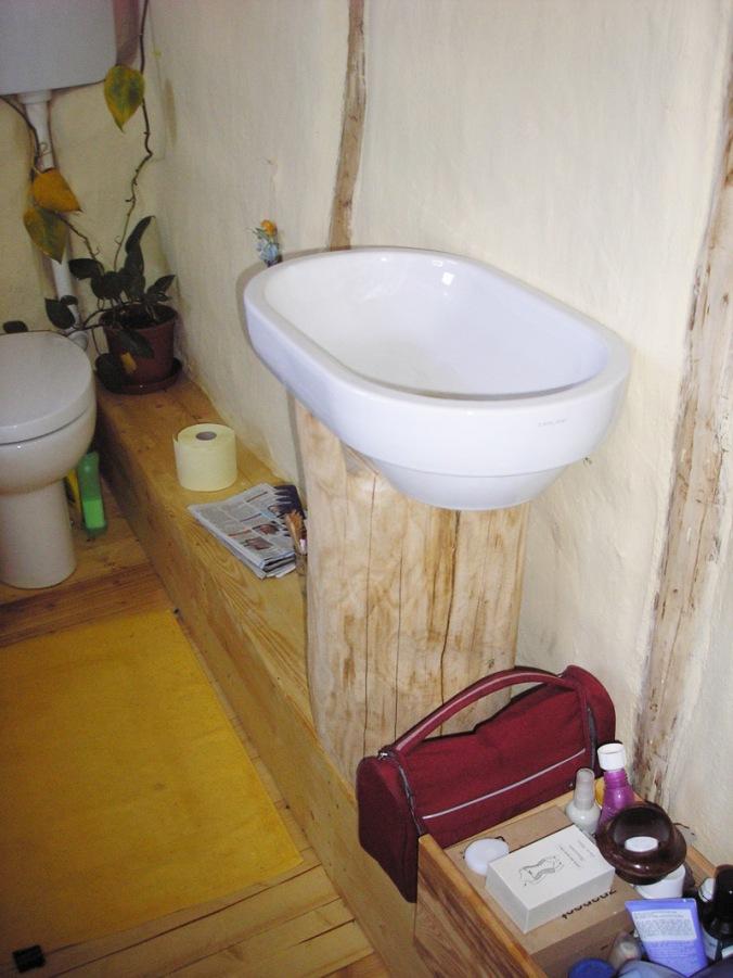 leseni umivalnik, lesena oprema, naravna gradnja, naravni interierij, naravna hiška
