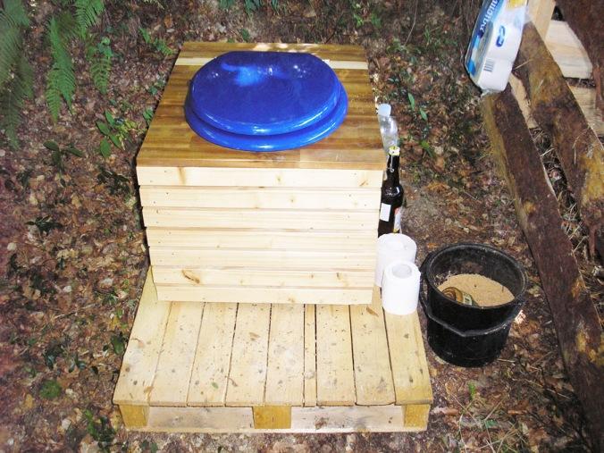 kompostno stranišče, naravna gradnja, gradnja z naravnimi materiali