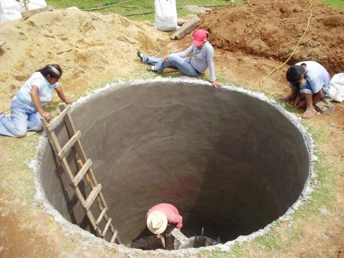 zbiralnik deževnice, naravna hiša, naravna gradnja, gradnja z naravnimi materiali
