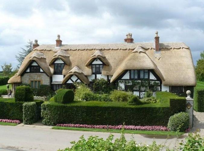 slamnata streha, streha iz slame, naravna hiša, naravna gradnja, gradnja z naravnimi materiali