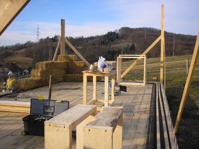 hiša iz slame, slamnate bale, gradnja, naravna gradnja, gradnja z naravnimi materiali, projektiranje