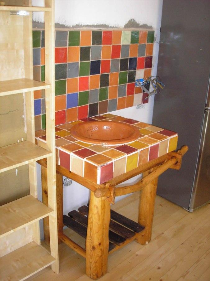 naravna hiška, ročno izdelana keramika, hiša iz slame, slamnate bale, lesena hiša, naravna gradnja, gradnja z naravnimi materiali