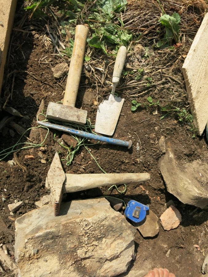 orodje za suhozid, kamnoseško orodje, suhozid, kamnita gradnja, gradnja iz kamna, naravna gradnja, kamniti zid, hiša iz kamna, gradnja z naravnimi materiali