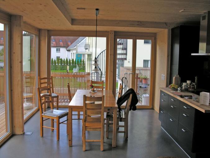 hiša iz slame, naravna gradnja, ilovnati ometi, slamnate bale, naravna hiša, naravni interierij, lesena hiša, montažna hiša
