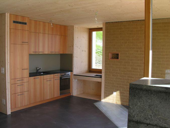 hiša iz slame, naravna gradnja, ilovnati ometi, slamnate bale, naravna hiša, naravni interierij