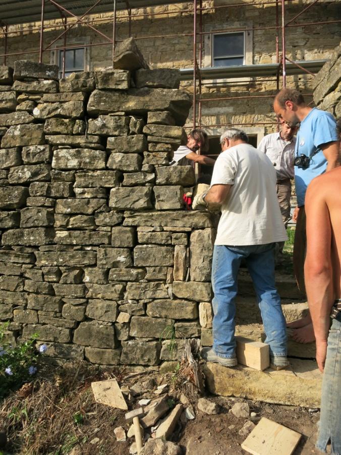 gradnja suhozidu, suhozid, kamnita gradnja, gradnja iz kamna, naravna gradnja, kamniti zid, hiša iz kamna, gradnja z naravnimi materiali