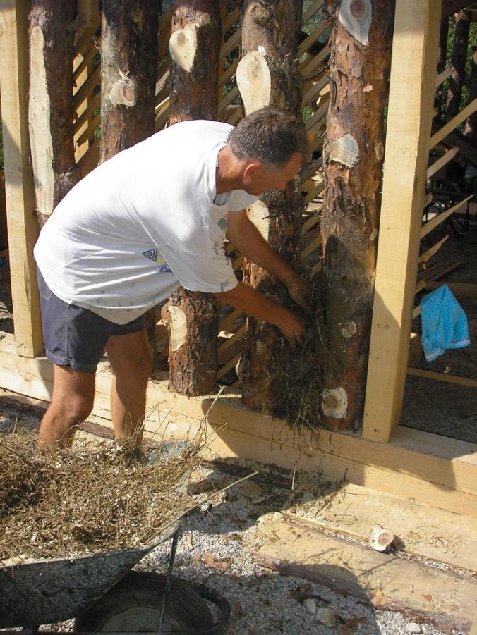 polnilo sten pri spodbijanci, spodbijanca, hiša iz sena, naravna gradnja, gradnja z naravnimi materiali, naravna hiša