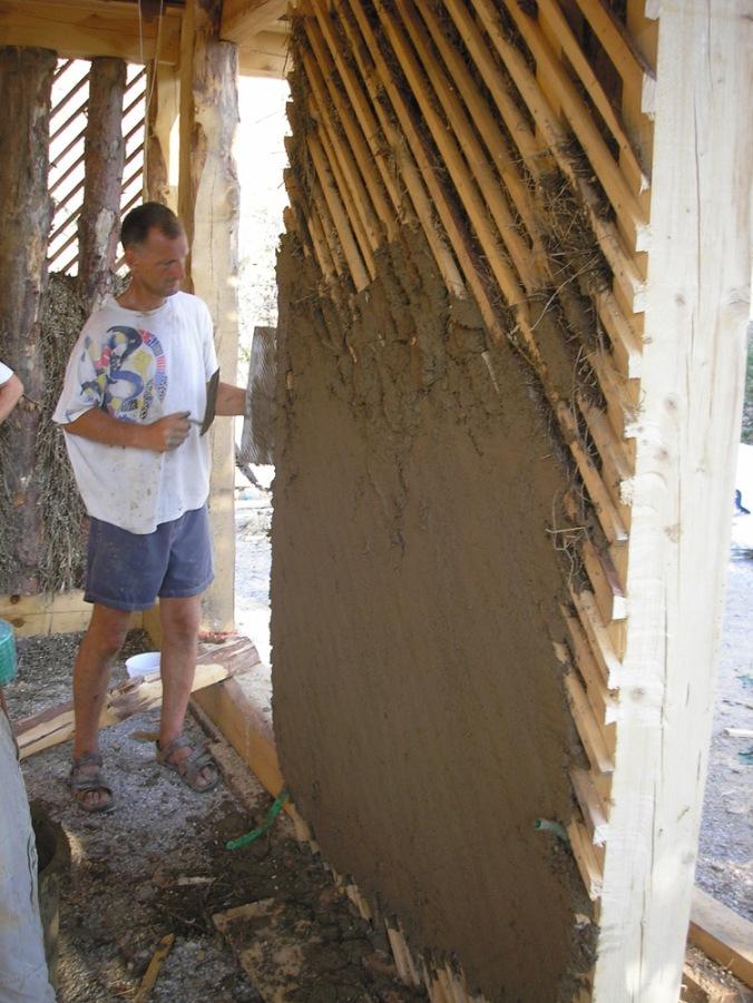 ilovnati ometi, spodbijanca, hiša iz sena, naravna gradnja, gradnja z naravnimi materiali, naravna hiša